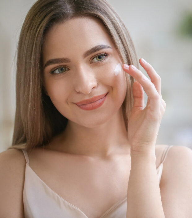 Benefits of Dermaplaning, It's Risks and Side Effects