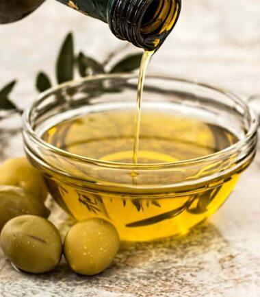 13 Benefits Of Jojoba Oil For Skin, Uses, Risks & More